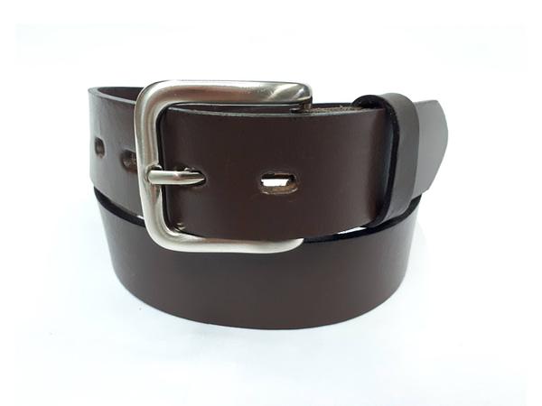 Cinturón de cuero para hombre. Cinto, correa, belt. leather.
